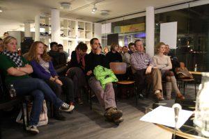 Gäste der ersten Socialbar in Lüneburg